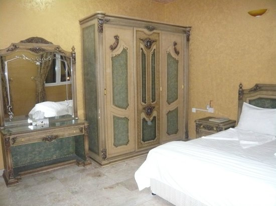 Jibreen Hotel: Bedroom of suite