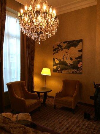 Grand Hotel Casselbergh Bruges: Le petit salon de la chambre ...
