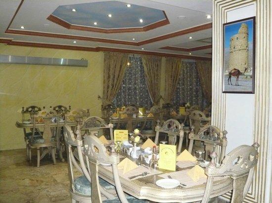 Jibreen Hotel: Dining room