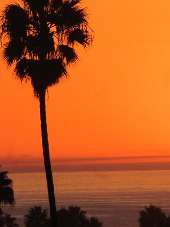 Palos Verdes Inn: sunset from the balcony