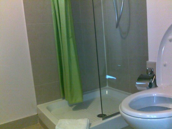 B&B Hotel Firenze Nuovo Palazzo di Giustizia: doccia wc