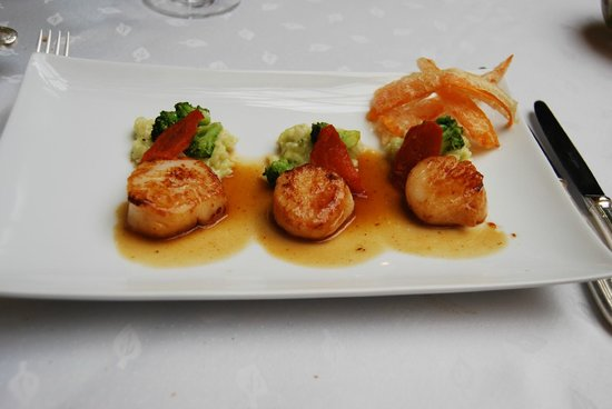 Stikliai Restaurant: Scallops and black truffles