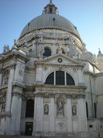 Basilica di Santa Maria della Salute : Marmo, arte ed eleganza