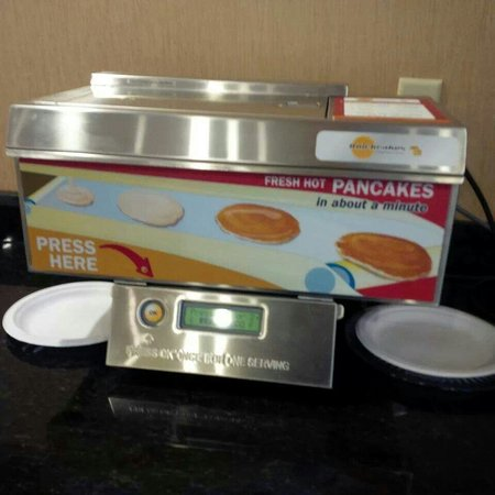 BEST WESTERN PLUS Columbia North East: The amazing PANCAKE MACHINE :) :)