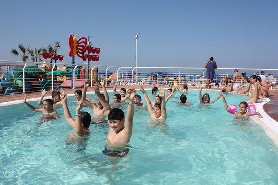 Marano Beach 135-136 : la piscina grande
