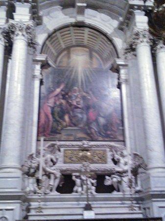 Basilica di Santa Maria della Salute: Tele e marmi, emozionante!