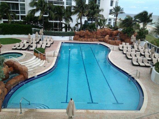 Trump International Beach Resort : Центральный бассейн