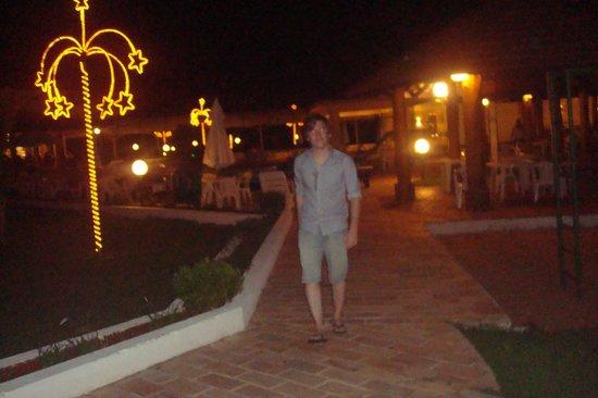 San Juan Eco Hotel: Despues de comer nos sentamos alrededor de la pileta a tomar algo