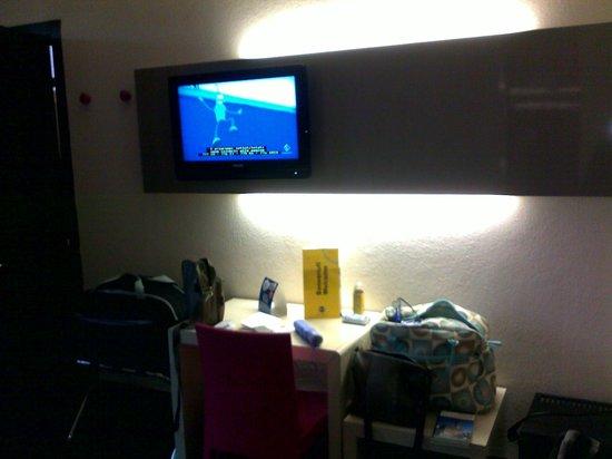B&B Hotel Firenze Nuovo Palazzo di Giustizia: tv,parete fronte letto