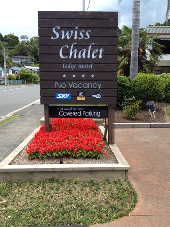 Swiss Chalet Lodge Motel: Entry to Swiss Chalet