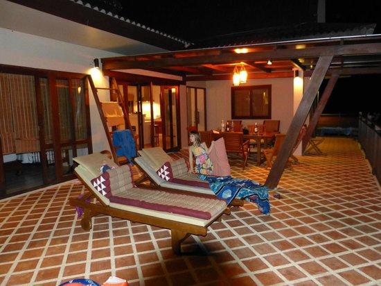 Baan KanTiang See Villa Resort (2 bedroom villas): Riesiger Balkon