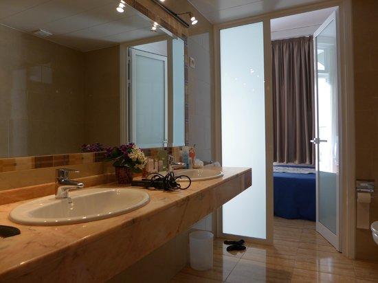 Hostal Ramos: ванная комната