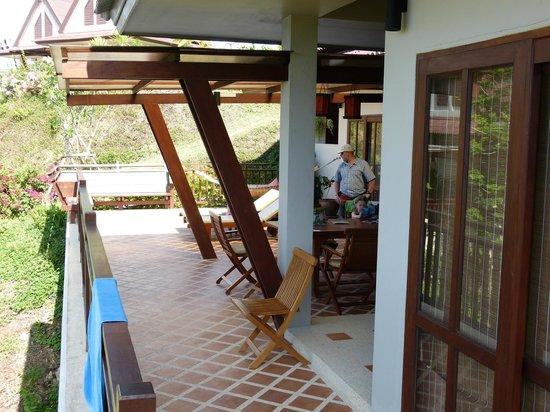 Baan KanTiang See Villa Resort (2 bedroom villas): Balkon