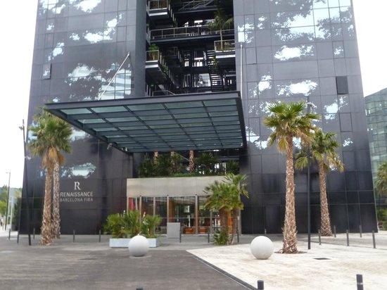 la entrada del hotel picture of renaissance barcelona. Black Bedroom Furniture Sets. Home Design Ideas