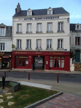 Le Commerce Hotel: facade