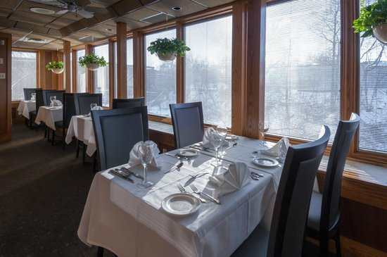 Michael's on the Thames: Sunroom Dining