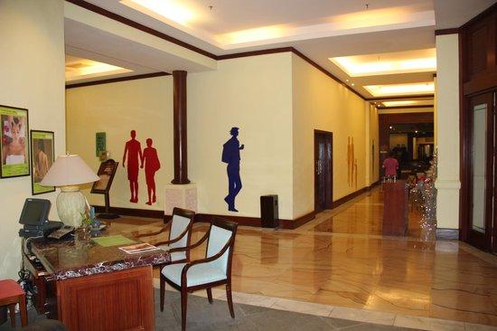 Holiday Inn Resort Sanya Bay: рядом со спа центром на цокольном этаже