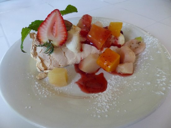 Cedar Creek Estate Restaurant: Palova with fruit