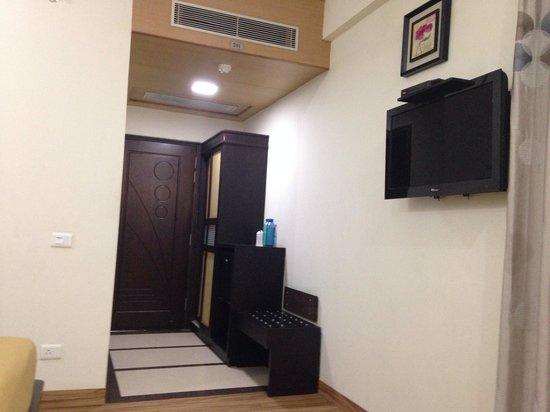 Hotel Orbit : Room enteance