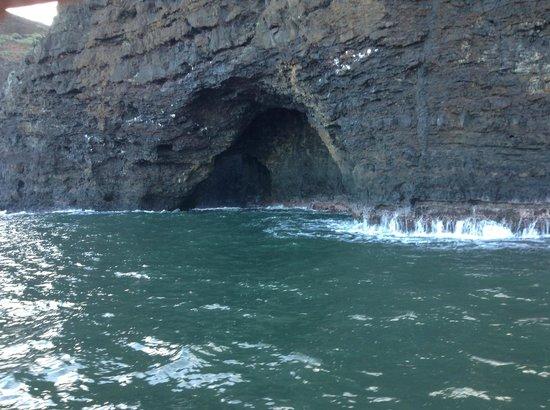 Holo Holo Charters: Cave on Napali coast