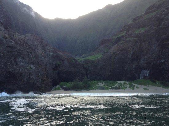 Holo Holo Charters: Napali coast