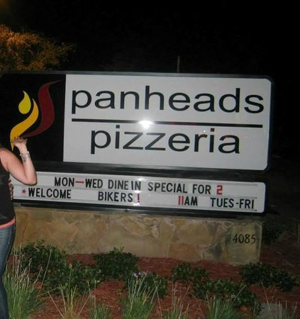 Panheads Pizzeria: The best most fun pizzeria!