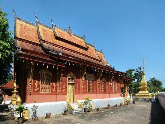 Wat Sensoukaram : Thai style roof
