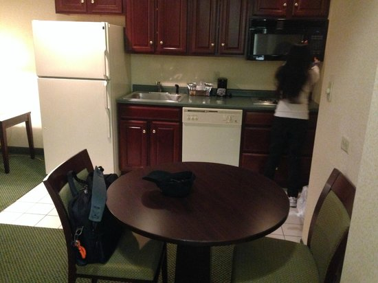 Hampton Inn Burlington : kitchen