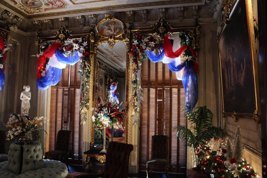 """Victoria Mansion: Parlor decorated in """"U.S.A."""" theme, Christmas '13"""