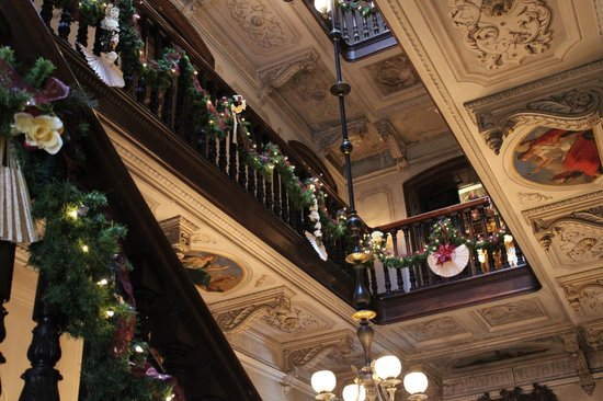 Victoria Mansion: Looking up from Foyer, Christmas '13