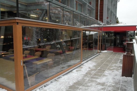 Hotel Lux Alpinae: Entrance, looking into the restaurant