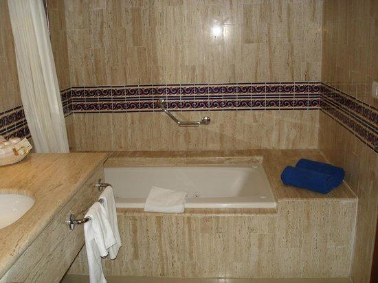 Grand Bahia Principe Coba: bathroom