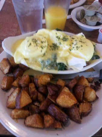 Beverly's La Croisette: Superb Eggs Benedict
