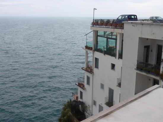 Miramalfi Hotel: l'hotel visto dalla strada