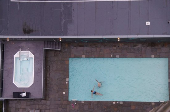 Hyatt Regency Vancouver: hot tub and pool outdoors