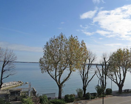 Villa Rosa Hotel: view of lake Garda from front rooms