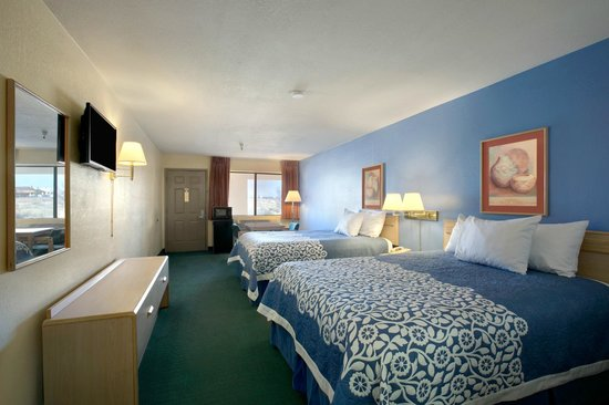 Days Inn Holbrook: Two Queen Bedroom