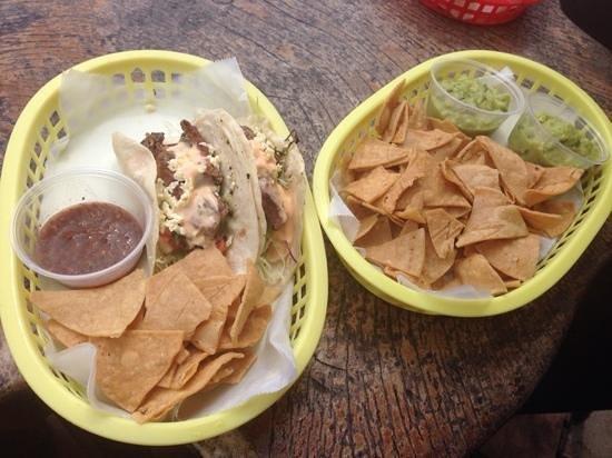 Taco Taco: taco, chips n guac