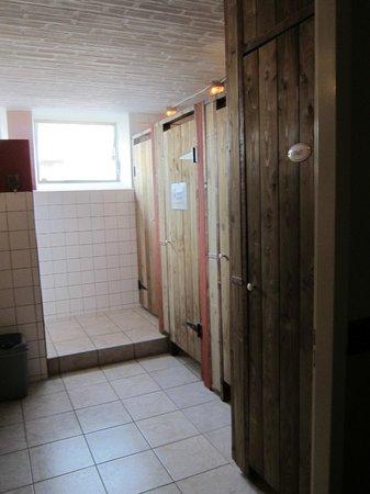 Motorherberg Les Arondes: Gedeelde badkamer