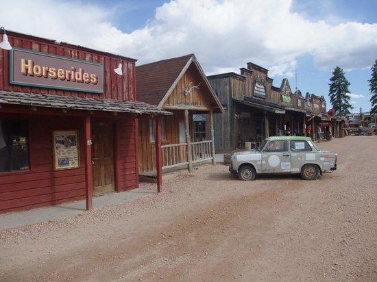 Bryce View Lodge: Souveniershops etc. zwischen Motel und Rubys Inn