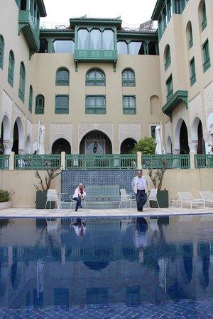 Palais Faraj Suites & Spa : Piscina y jardín central