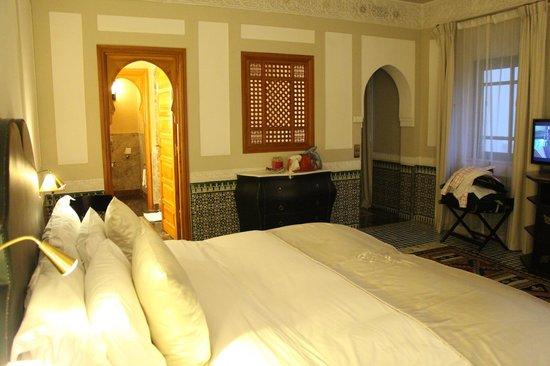 Palais Faraj Suites & Spa : Vista de la habitación mostrando el ingreso a ella y al baño