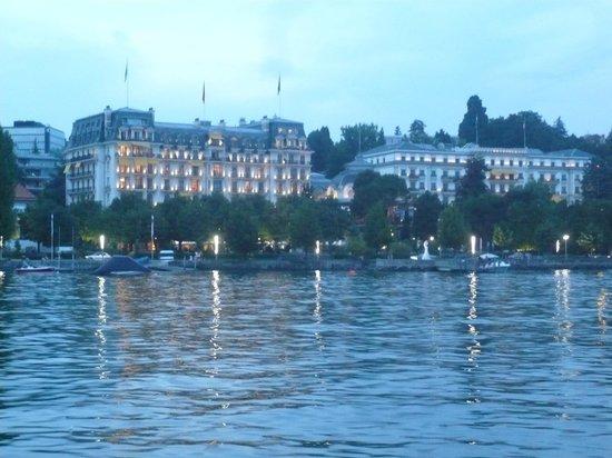 Angleterre & Residence Hotel: Außenansicht vom See