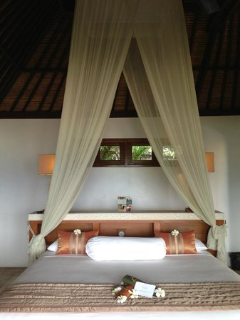 Batu Karang Lembongan Resort & Day Spa: Bed