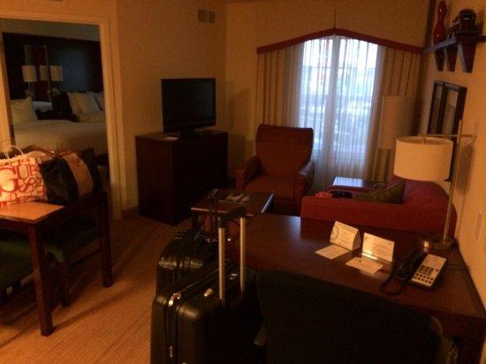 Residence Inn Fort Myers Sanibel: Wohnzimmer mit Küche