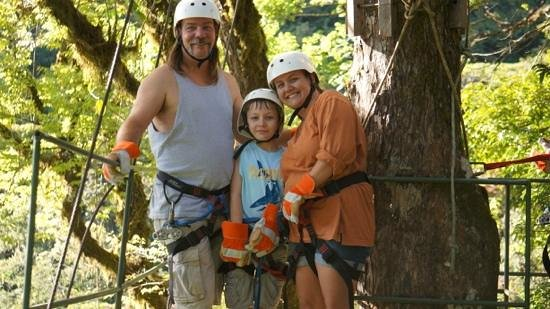 Monteverde Theme Park: Our family on the canopy tour