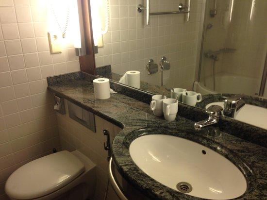 Santa's Hotel Santa Claus: Bathroom