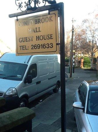 Donnybrook Hall Hotel : Outside sign