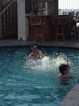 Diving Pelican Inn: the pool..theres also a waterfall feature..i didn't get a pic of that