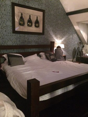 Hotel du Vin & Bistro Newcastle: 9ft Bed!
